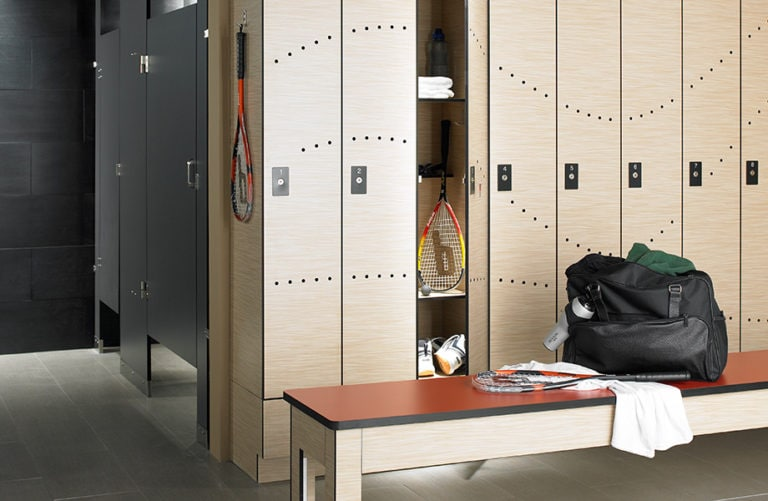 6212-wheatstrand-839-stopred-909-black-compact-lockerroom-920x600 (1)